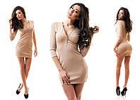 Короткое платье с глубоким вырезом на груди молния
