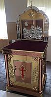 Красивый жертвенник с иконой и литыми элементами на нем (из булата)
