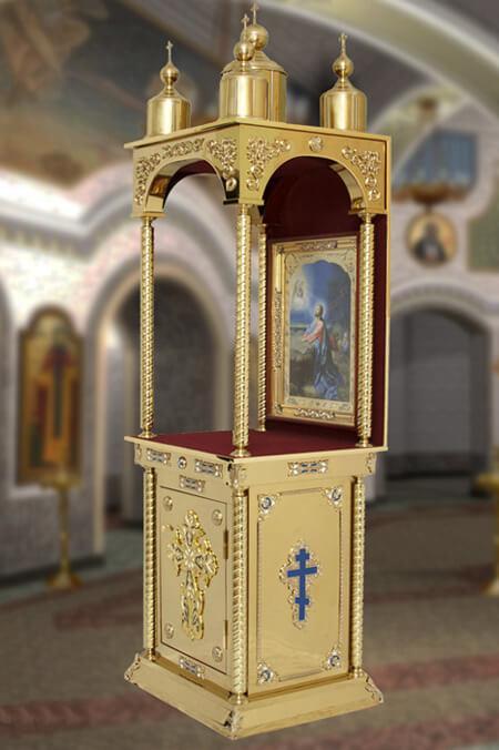 Красивый православный жертвенник для храма с сенью и куполами
