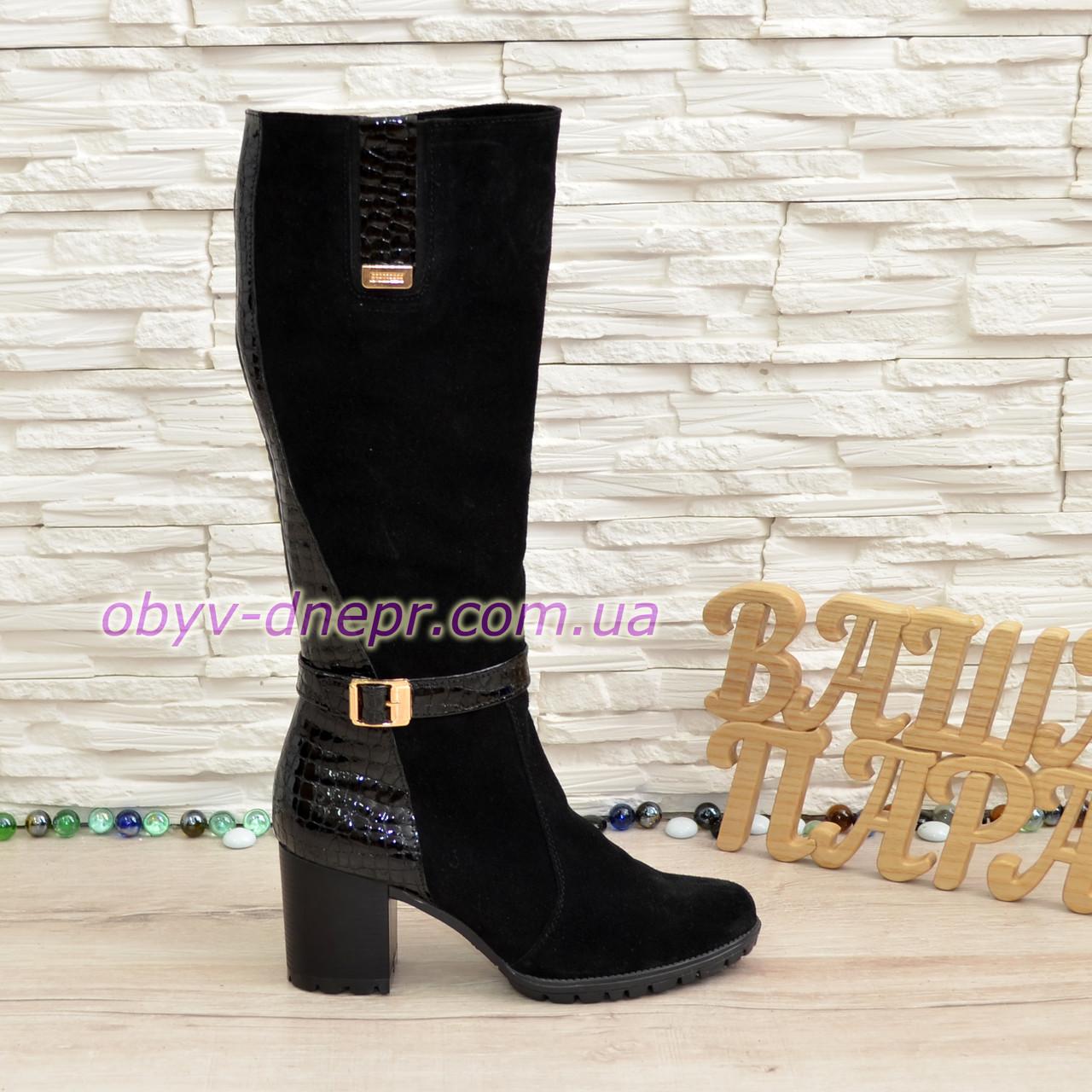 Сапоги черные замшевые зимние на высоком устойчивом каблуке, декорированы лаковой вставкой.