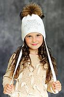 """Зимняя мериносовая шапка со снежинкой из страз и большим натуральным меховым бубоном """"Алисия"""""""