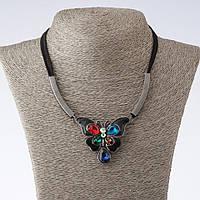 """Колье на шнурах Бабочка с разноцветными кристаллами L-42-47см   цвет металла """"золото"""""""