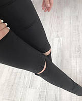 Женские лосины с стразами и разрезами на коленях