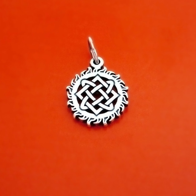 Славянский серебряный оберег в Солнце