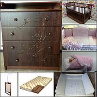 Комплект: Комод пеленальный+кроватка+всё в кроватку+конверт на выписку+матрасик на комод.
