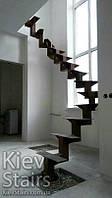 Каркас лестницы на 1м ломанном косоуре с полным разворотом с забежными и промежуточными ступенями