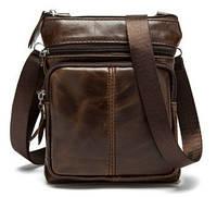 Небольшая кожаная сумка на ремне.
