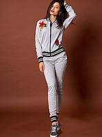 Женский костюм с аппликацией с розами