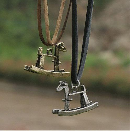 Винтажный кулон Лошадка на шнурке