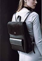 Черный кожаный рюкзак с серебряным декором на клапане