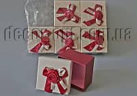 Коробочка подарочная кремово-бордовая 10х10 см
