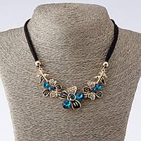 """Колье на шнурах Цветы с голубыми кристаллами L-42-47см  цвет металла """"золото"""""""