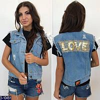 Стильная джинсовая жилетка с аппликацией из паеток любовь