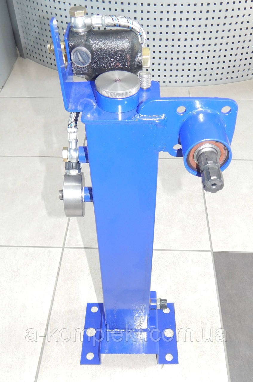 Бак масляный с креплением насоса-дозатора и механизмом блокировки МТЗ