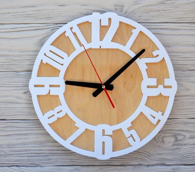 Часы настенные белые Prague