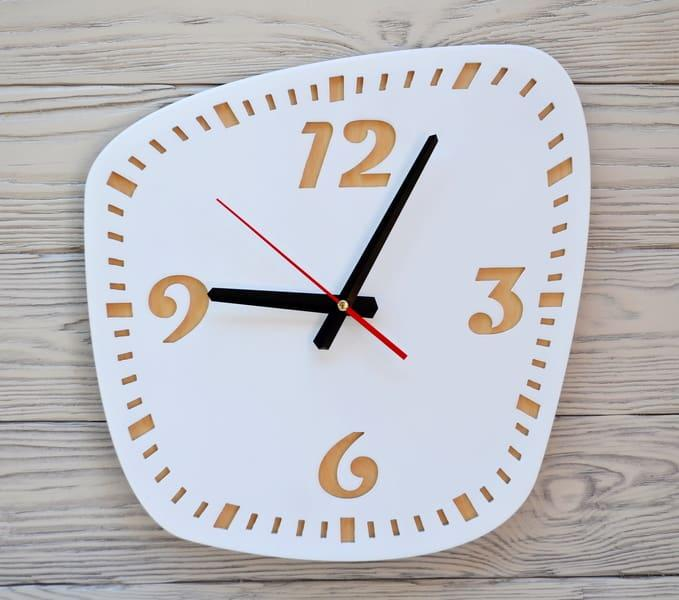 Часы настенные белые Montreal