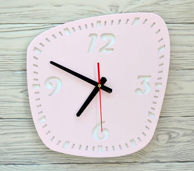 Часы настенныеl розовые Montrea