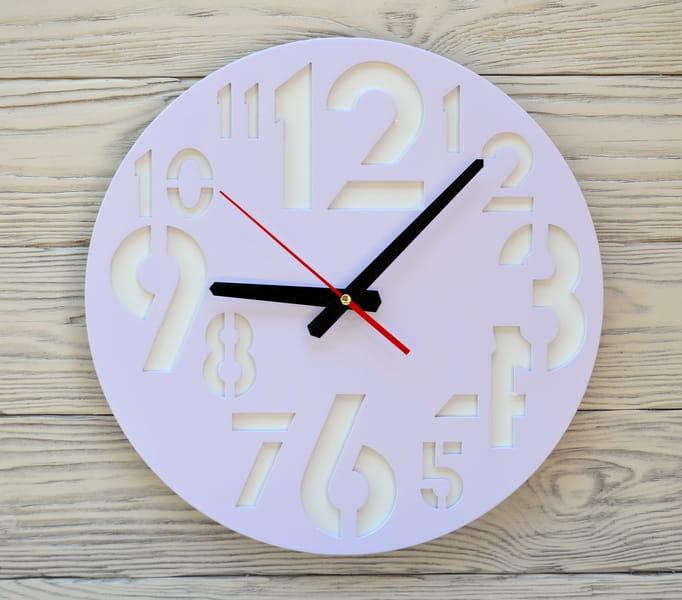 Часы настенные сиреневые New Delhi