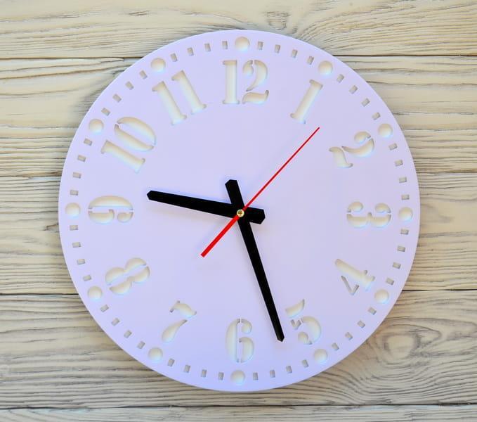 Часы настенные сиреневые Geneva