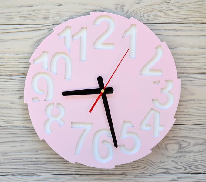 Часы настенные розовые Toronto
