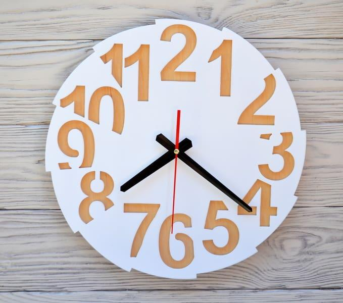 Часы настенные белые Toronto