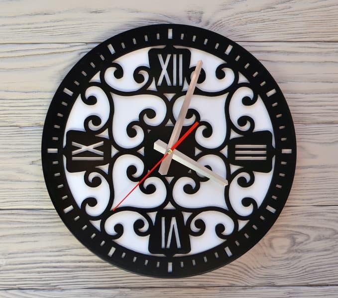 Часы настенные черно-белые Ajour