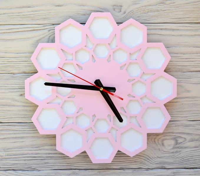 Часы настенные розовые Lima