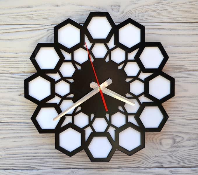 Часы настенные черно-белые Lima
