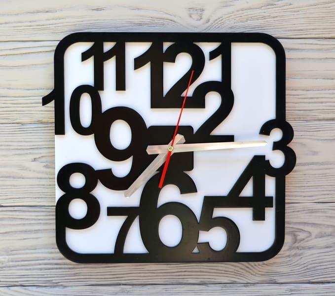 Часы настенные черно-белые Sofia