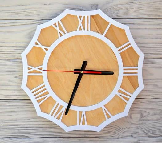 Часы настенные белые Riga