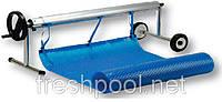 Сматывающее устройство - роллета для накрытия бассейна. На колесах и стойке.
