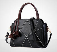 Женская сумка  классическая с брелком средних размеров