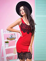 Красивое платье с дорогим кружевом в красном цвете