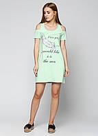 Платье с открытыми плечами светло-зеленое