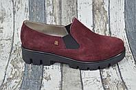 Замшевые женские туфли на высокой подошве. Бордовый