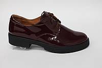 Туфли женские из натуральной лаковой кожи на низком ходу бордовый лак.