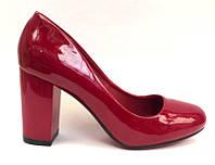 Женские туфли на невысоком устойчивом каблуке лаковая экокожа/эковелюр цвета разные KF0469