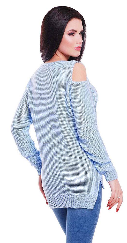 Свитер с открытыми плечами голубой