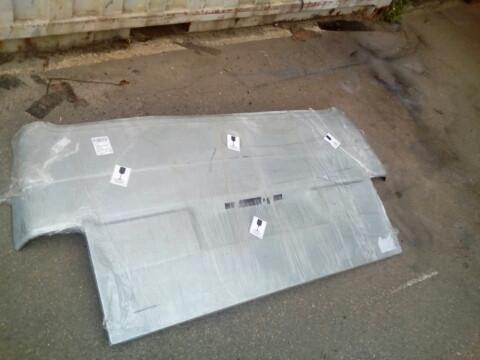 Низ задней двери фольцваген транспортер т4 ( до стекла)
