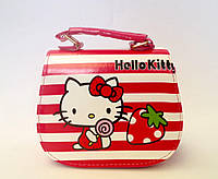 "Сумка детская ""Hello Kitty"" с  ремешком через плечо малиного цвета"