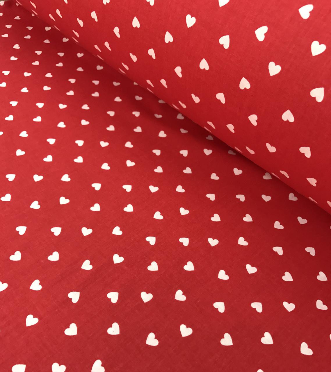 Хлопковая ткань польская сердца мелкие белые на красном №556