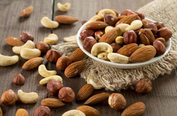 10 причин, чтобы начать перекусывать органическими орехами