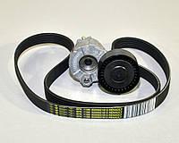 Комплект натяжитель+ремень генератора на Renault Kangoo 1.5dCi (+AC) 2005->2008 Renault (Оригинал) 7701476476