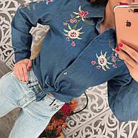Женская джинсовая рубашка с вышивкой цветы тренд 2017 года