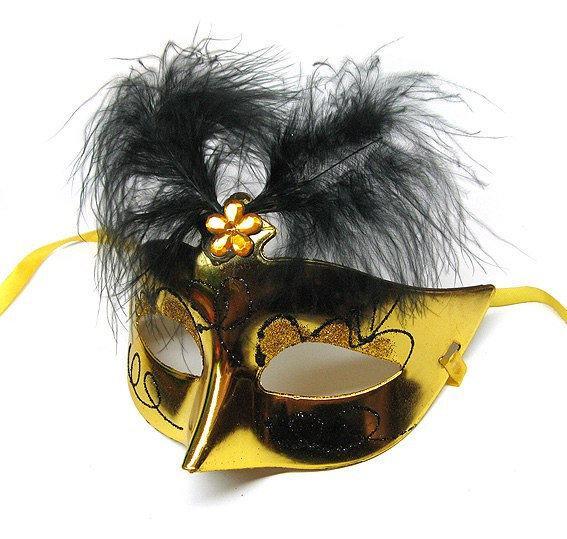 Карнавальная маска с перьями женская