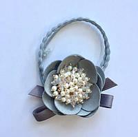 """Резинка """"Серый тканевый цветок"""""""