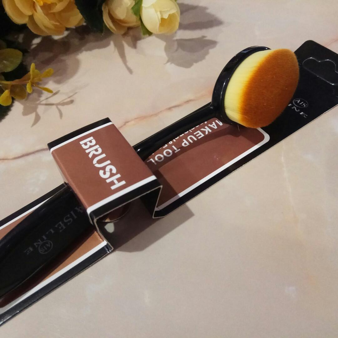 Кисточка для макияжа