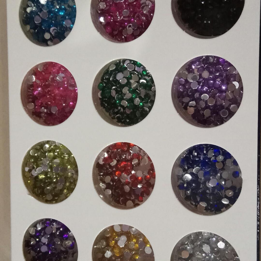 Камешки разноцветные, набор 12шт разные цвета