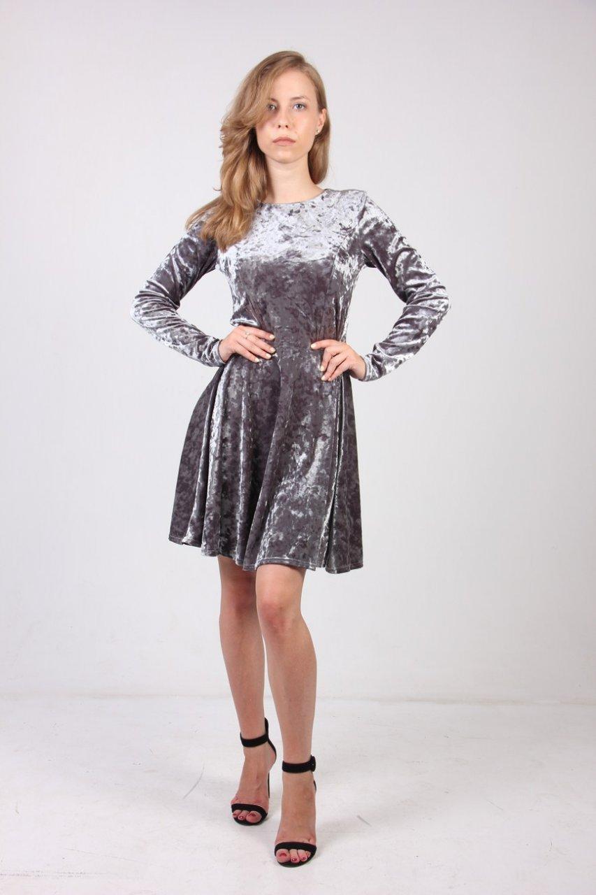 Модное приталенное платье с юбкой-полусолнце из велюра