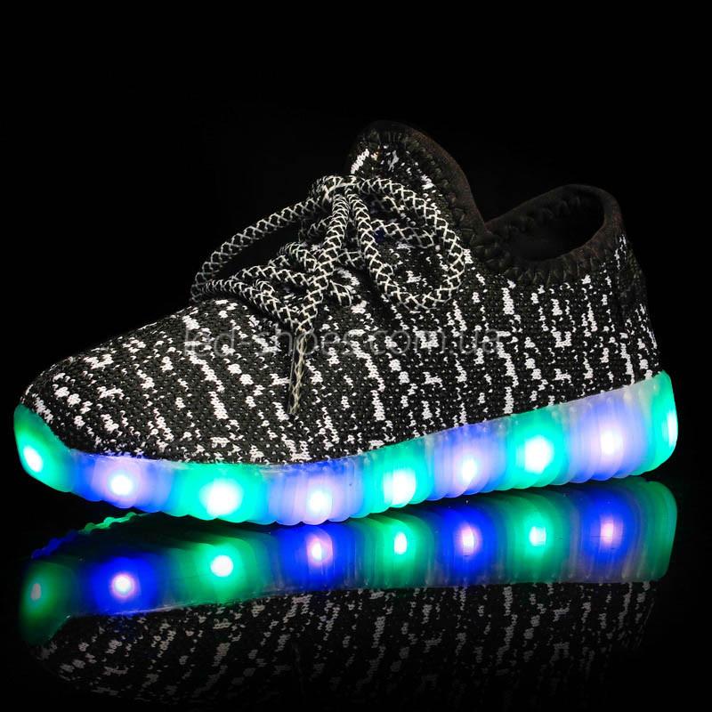 Светящиеся LED кроссовки Yeezy на шнурках черные 5102-2